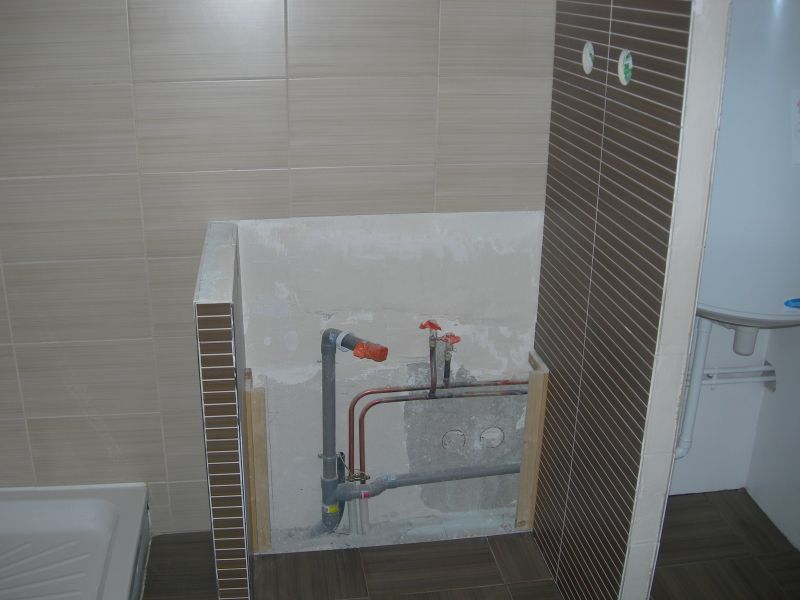 La salle de douche carrelage et fa ence l appartement for Pose plinthe carrelage angle saillant