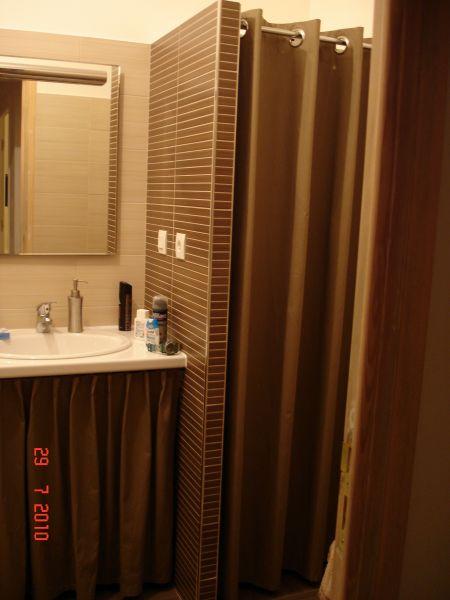 Amenagement petite salle de bain avec douche d angle forum d coration int rieure - Cache chauffe eau ikea ...